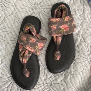 Brand New floral Sanuk sandals!